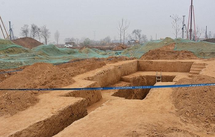 Участок, на котором найдены древние захоронения. | Фото: dailymail.co.uk.