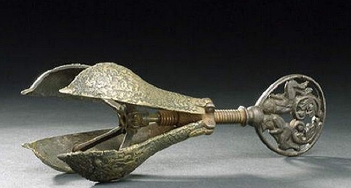Орудие пытки в виде груши.