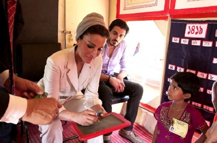 Шейха Моза возглавляет несколько фондов поддержки малоимущих. | Фото: brightside.me.