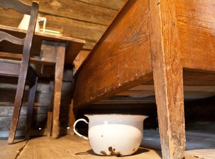 В Средневековье туалеты заменили горшками.