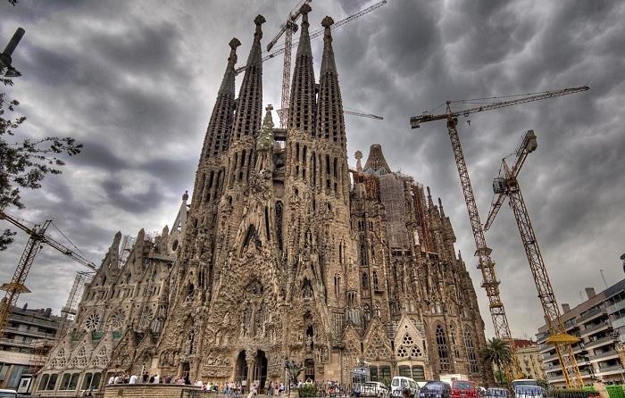 Саграда Фамилия - Храм Святого Семейства в Барселоне (Испания). | Фото: vmireinteresnogo.com.
