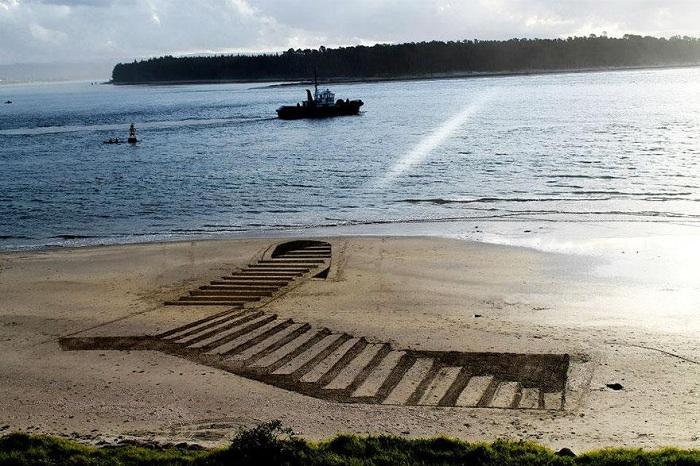 Объемный рисунок на песке.