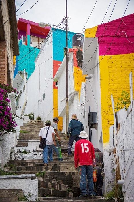 Художники раскрасили более 20 000 кв. метров городских стен.