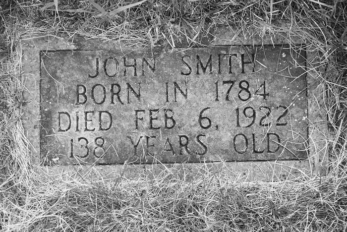 Погребальная табличка Джона Смита.   Фото: rarehistoricalphotos.com.