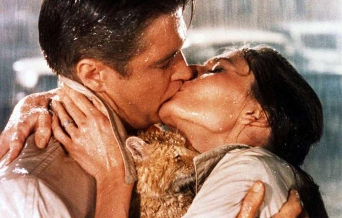 Страстный поцелуй. Актеры: Одри Хепберн, Джордж Пеппард.