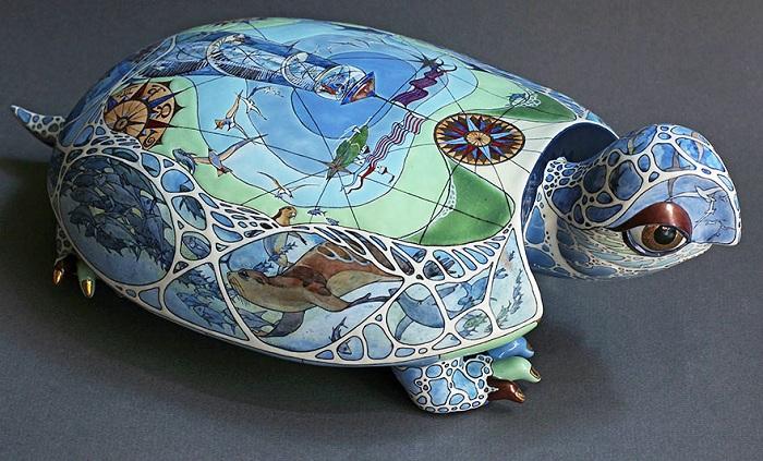 «Черепаха». Скульптура из фарфора.