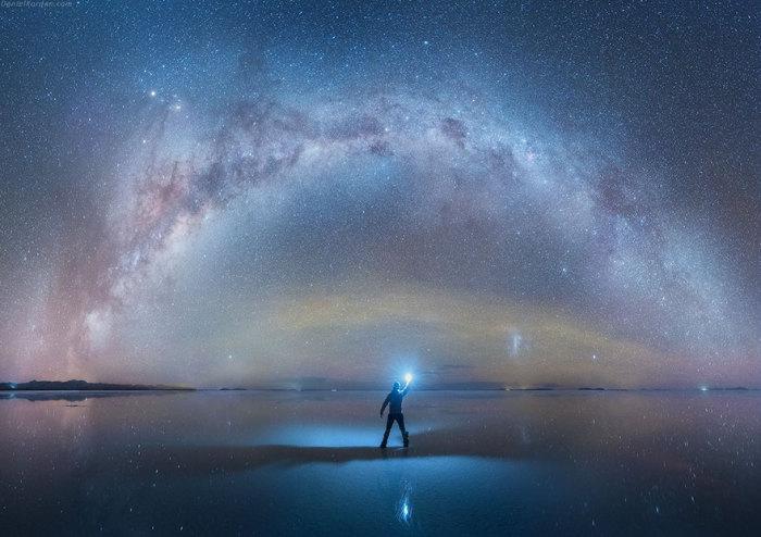 Млечный путь на фоне солончака Уюни. Фотограф: Daniel Kordan.   Фото: boredpanda.com.