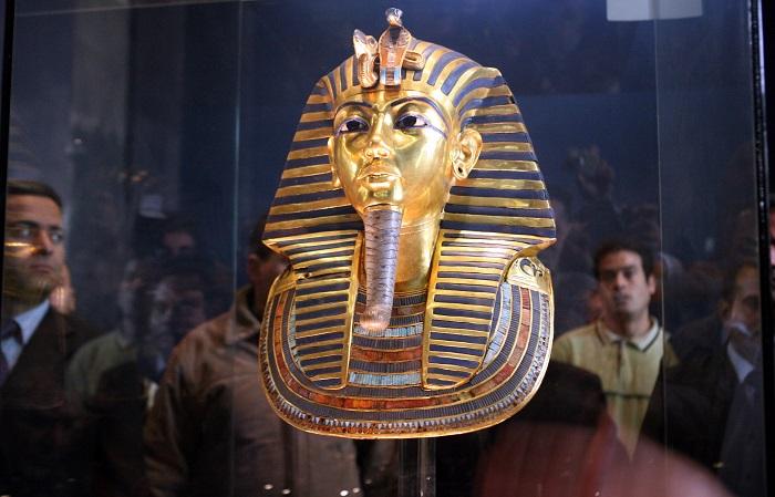 Посмертная маска фараона Тутанхамона. | Фото: megalithica.ru.