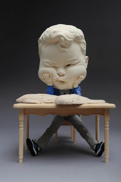 Оригинальная фигурка из глины.