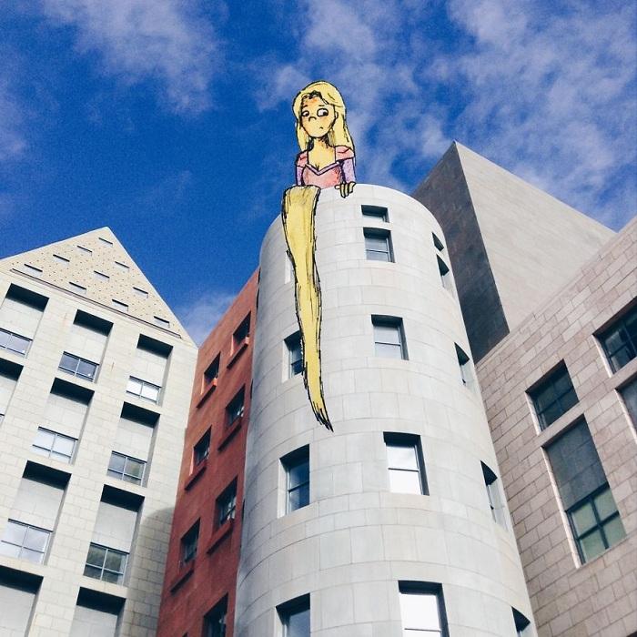 Рапунцель на стене современной башни.