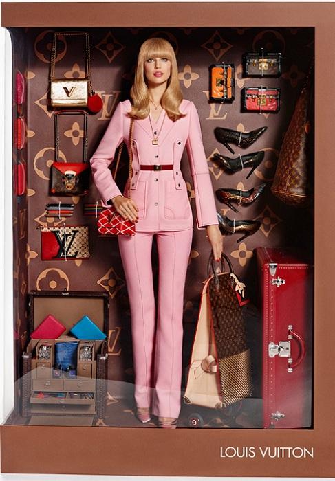 Кукла в костюме от Louis Vuitton.