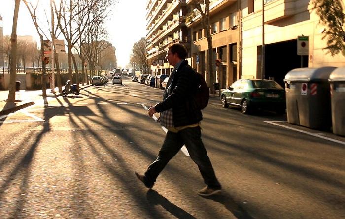 «Беременный» папаша на прогулке.