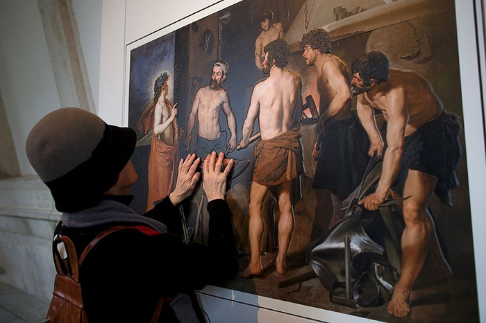 Выставка картин для слепых в музее Прадо.
