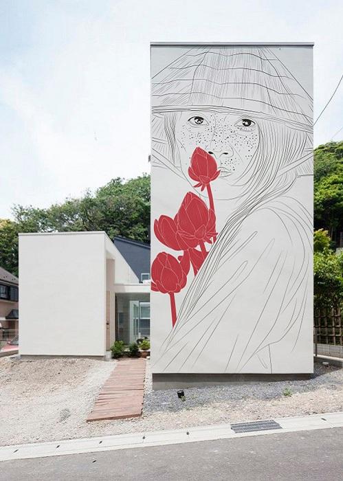 Художница Мария Умиевская расписывает стены домов в Японии.