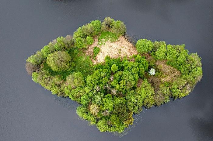 Колоритный остров. Вид сверху.