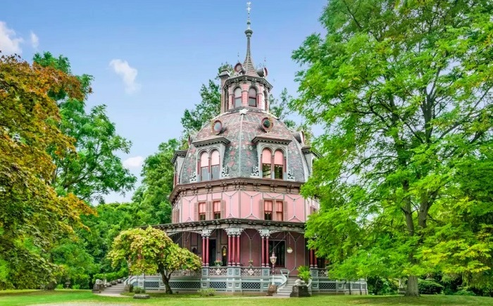 «Кукольный» дом в натуральную величину, пожить в котором могут даже взрослые
