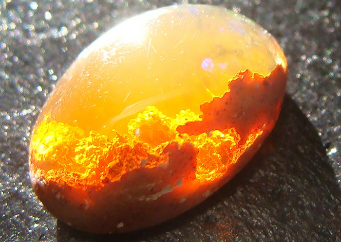 Минерал Sunset Fire Opal.