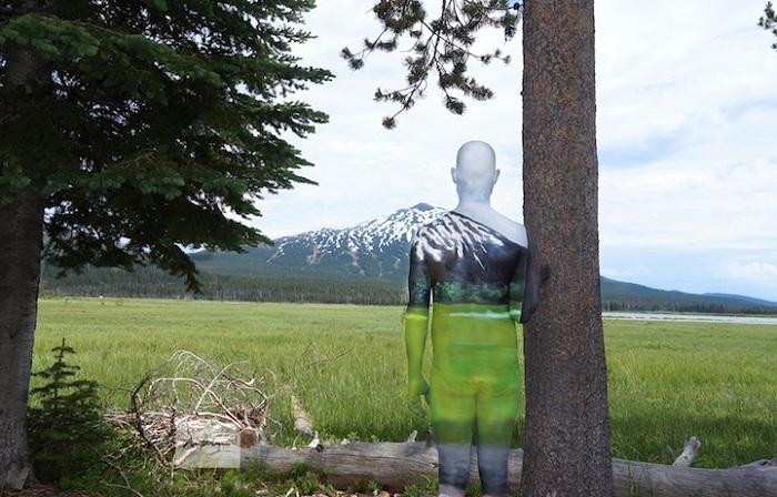 Бодиарт: незаметная модель на фоне природы.