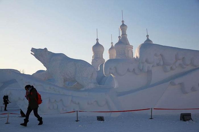 Скульптура на российскую тематику.