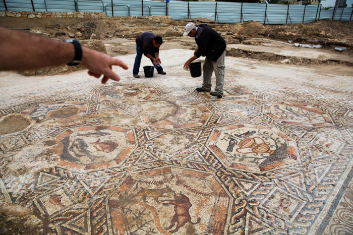 В городе Лод обнаружена древняя мозаика, возраст которой составляет 1700 лет.