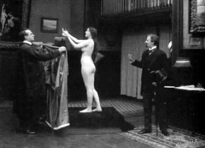 Кадр из к/ф «Вдохновение» (1916). | Фото: thevintagenews.com.