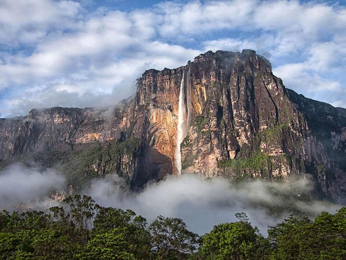Angel Falls - самый высокий водопад в мире.