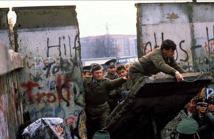 Падение Берлинской стены, 1989 год. | Фото: i.ytimg.com.