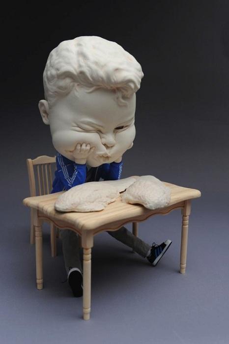«Эмоциональная» фигурка из глины.