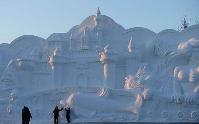 Снежный замок в городе Харбин (Китай).