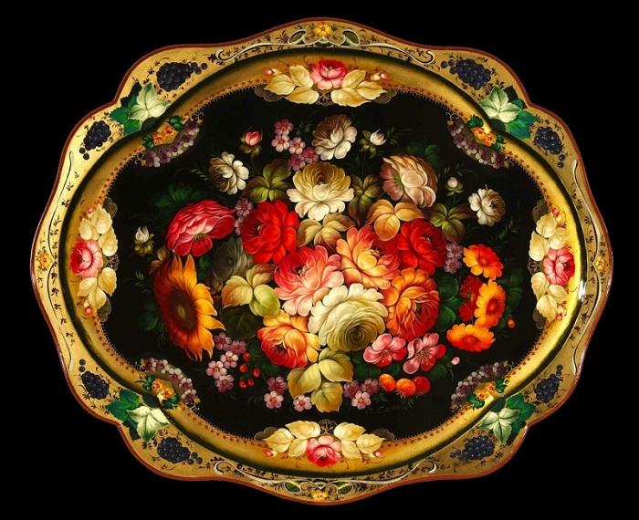 Восхитительный металлический поднос. | Фото: ariananadia.livejournal.com.