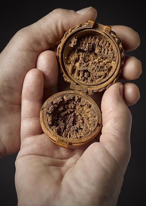Молитвенный «орех» - резная миниатюра XVI века.