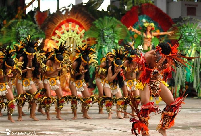 Самба - традиционный бразильский танец.