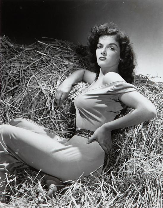 Джейн Рассел - секс-символ золотой эпохи Голливуда.| Фото: vintag.es.