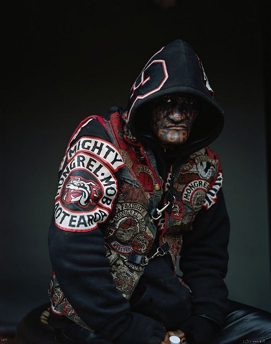 Снимок члена банды Mongrel Mob, сделанный фотографом Jono Rotman.