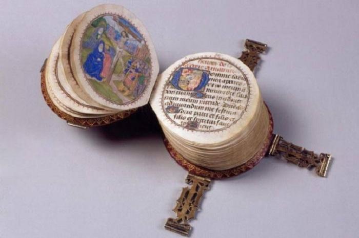 Кодекс Ротундус - миниатюрный часослов 15 века.