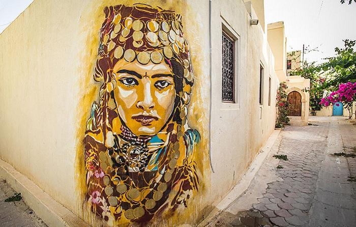 Колоритный street art в деревне Erriadh.