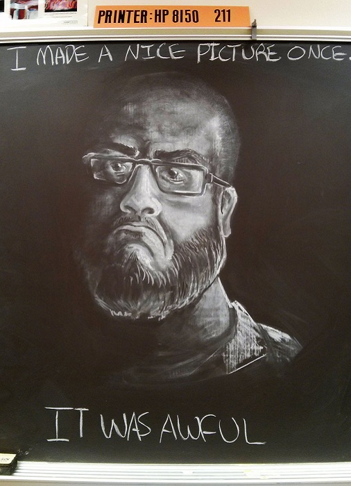 Портрет, нарисованный мелом.