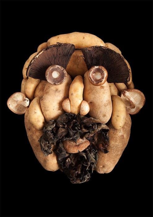 Лицо из картофеля и грибов.