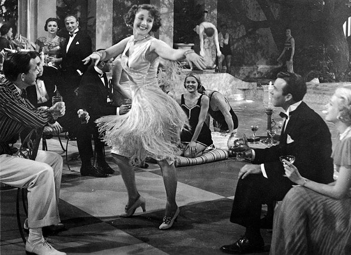 Бахрома - излюбленный элемент декора платьев 1920-х годов.   Фото: mylitta.ru.