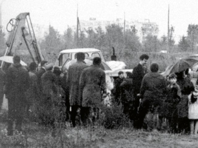 Один из тракторов, которые использовали для разгона «бульдозерной» выставки. | Фото: lib.rus.ec.