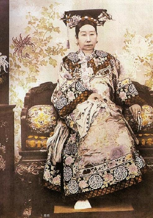 Китайская императрица Цы Си, правившая 50 лет.
