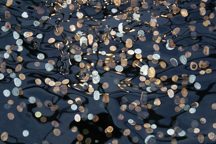 В 1940 году на жителей деревни посыпались монеты.