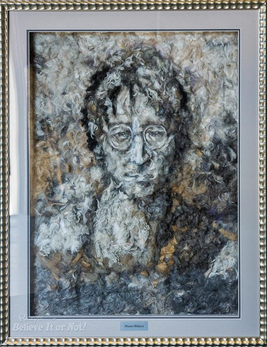 Портрет Джона Леннона.