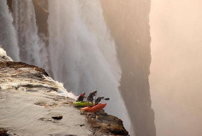 Экстремальный спуск по водопаду Виктория.