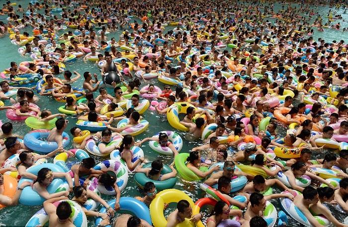 «Мертвое море» - бассейн, в котором помещаются 11 000 человек одновременно.