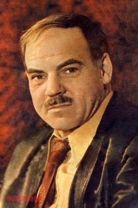 Михаил Глузский - советский актёр театра и кино.