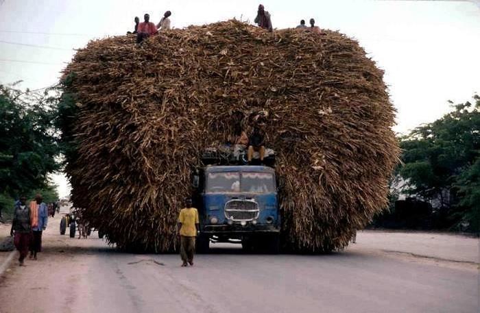 Африка. Перегруженный автомобиль.