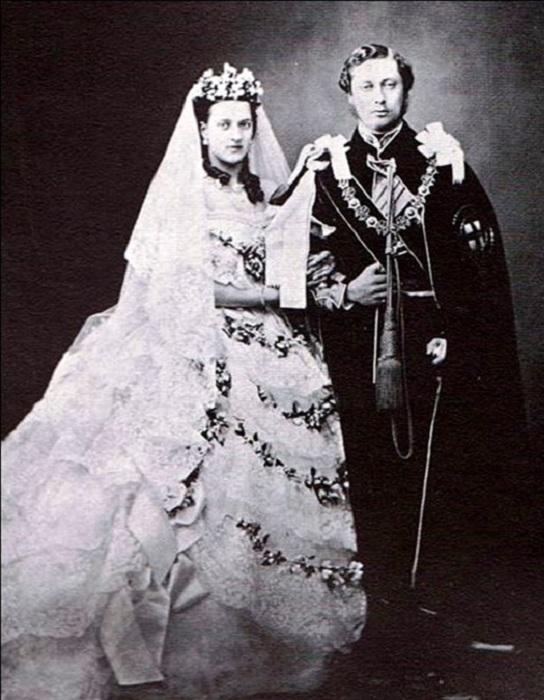 Свадебный снимок Эдуарда и Александры. | Фото: storyfiles.blogspot.com.