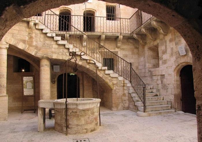 Крепость Иф, пробывшая 2 века тюрьмой.