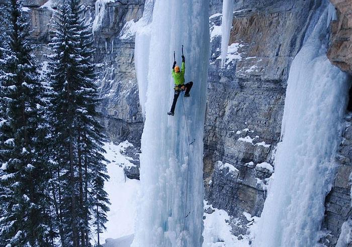 Лазание по замерзшему водопаду
